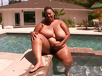 BBW Alize enjoys to jump on hard frien's penis at the bed until she cum